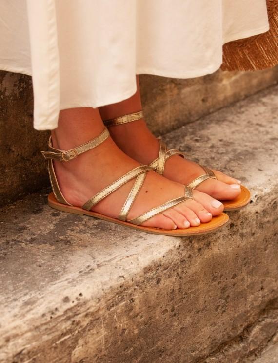 sandale plate à lacet doré