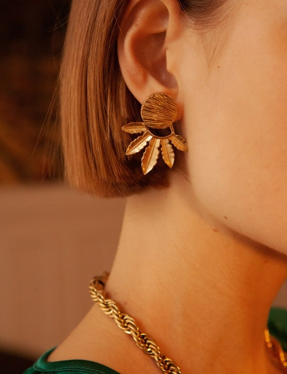 Boucles d'oreilles dorées...