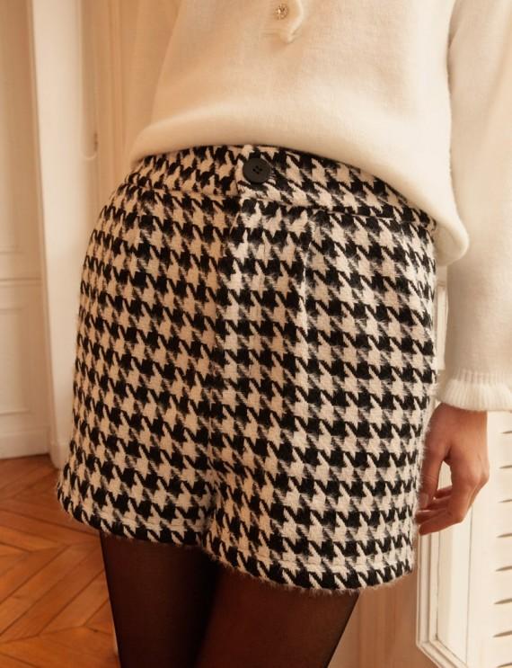 Black and white Mathys shorts
